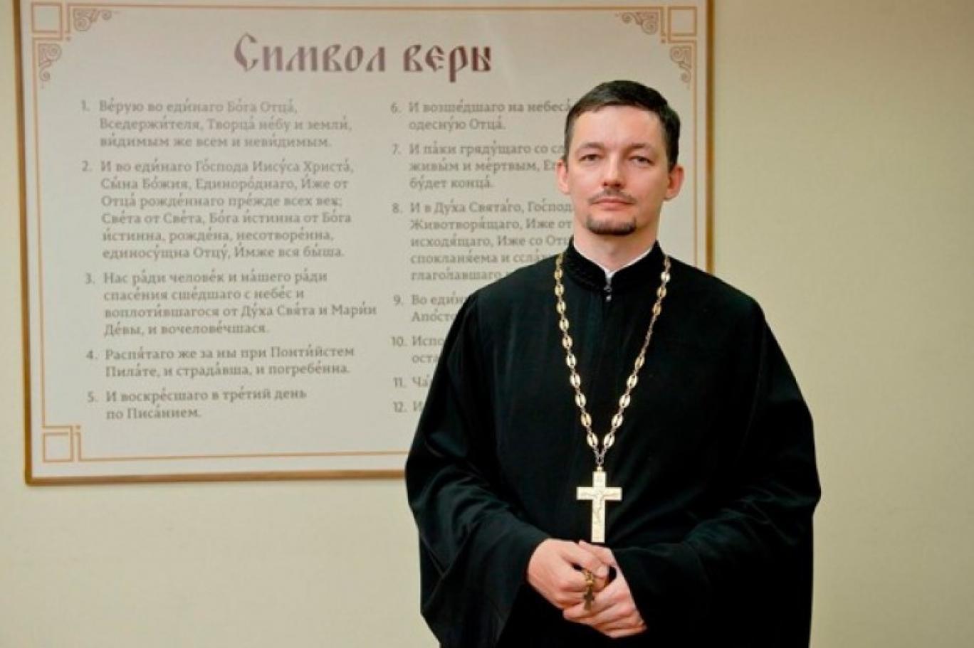Gey rahip: Din görevlilerinin terfi için birbirleriyle yattı