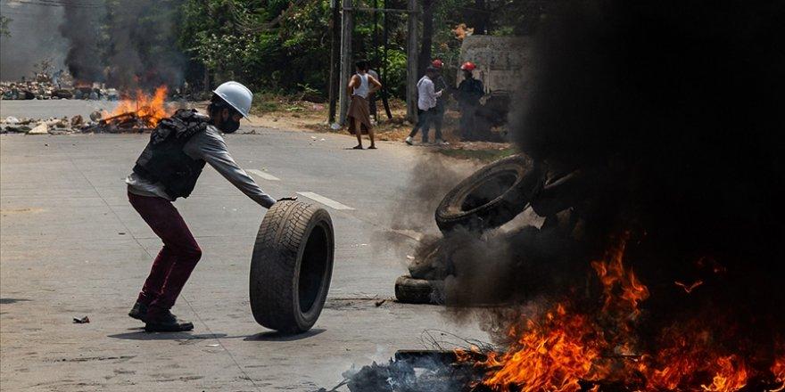 Myanmar'da protestocular polis karakoluna saldırdı: 7 ölü