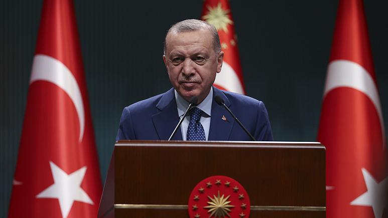 Erdoğan'dan bildiriye yanıt: Montrö'ye bağlıyız, hadlerini bildireceğiz