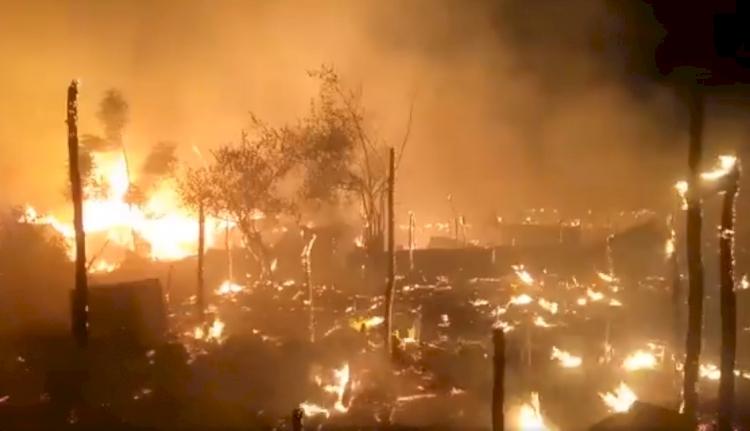 Cammu Keşmir'de Arakanlı mülteci kampında yangın: 20 baraka yandı