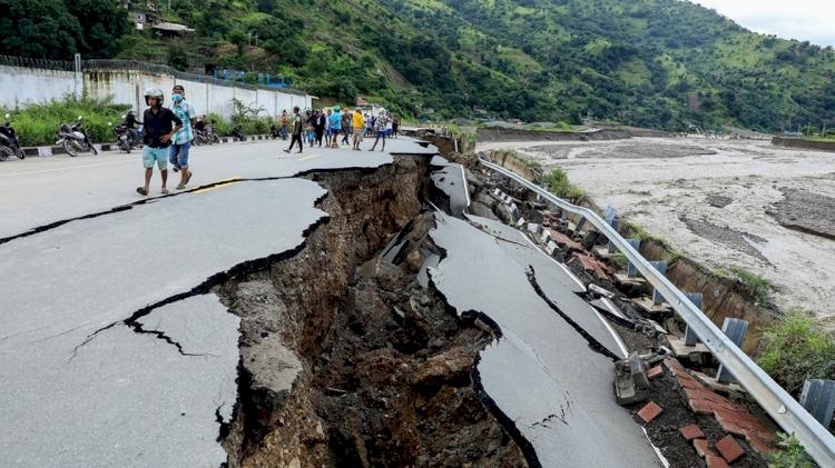 Endonezya'daki sellerde ölü sayısı 155'e yükseldi