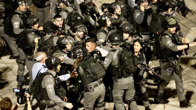 İsrail vahşiliği: Filistinlilerin üzerine TOMA'lardan fosseptik suyu sıktılar