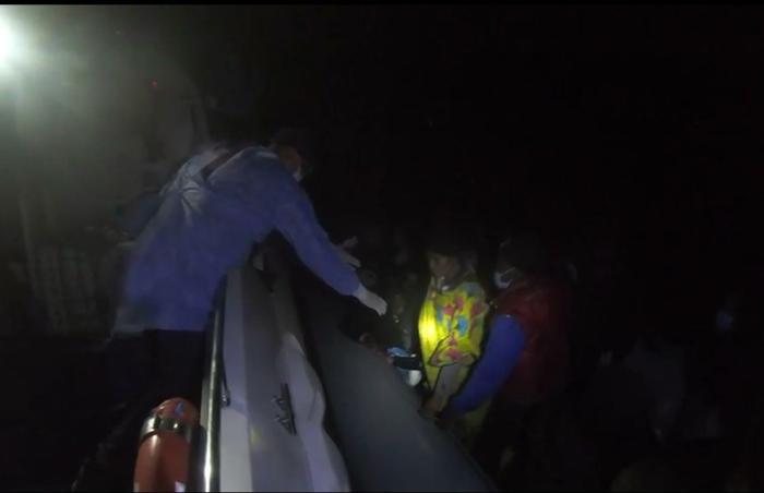 Balıkesir'de 30 sığınmacı kurtarıldı