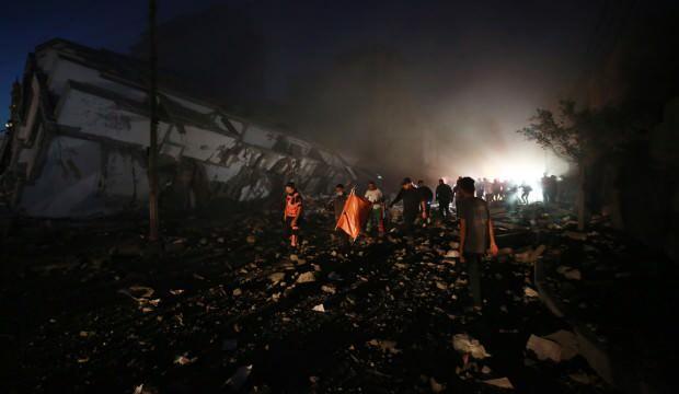 İsrail 12 katlı binayı vurdu