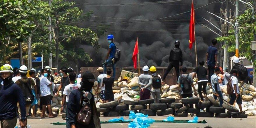 Myanmar'da darbe: Ordunun öldürdüğü protestocu sayısı 796'ya yükseldi