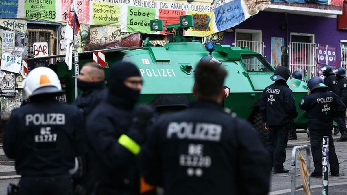 Avrupa'da polisler faşist örgüt için çalışıyor