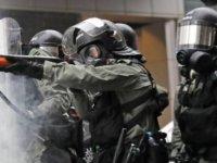Polis üniversiteyi bastı