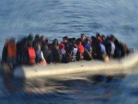 Arakanlı mültecileri taşıyan tekne son anda kurtarıldı