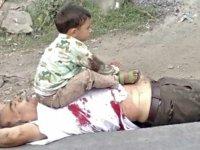 Dedesi öldürülen Keşmir'li çocuğun hüzün fotoğrafı