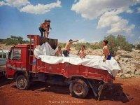 İdlib'li çocuklara kamyon kasasında havuz keyfi