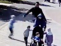 Sokak ortasında Müslüman kadına saldırı (Video haber)