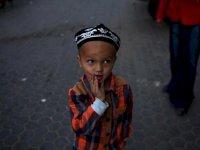 Çin'in ailelerinden koparıp asimile etmek istediği Uygur çocuklar