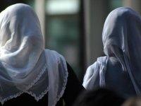 Doğu Türkistan'da evlerdeki başörtülere el konuldu