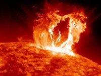 Güneş'te patlama: Dünyada dijital sistem felç olabilir