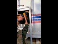 PKK'dan akaryakıt ve su tankerlerinde insan kaçakçılığı (Video haber)