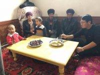 Yüzyılın utancı devam ediyor: Uygurlu ailelere 'zorla misafir' olan Çinliler