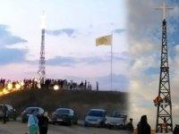 Yunanistan sınıra dev haç dikti