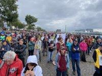Almanya'da binlerce kişi koronavirüs kısıtlamalarını protesto etti