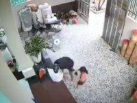 Çinliler babaları kamplara kapatılan Uygur çocukları kaçırıyor (Video Haber)