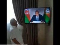 Benzersiz sevinç anları: Aliyev'i ağlayarak ve çığlık atarak izledi (Video Haber)