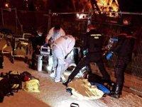 Eyfel Kulesi'nde 2 Müslüman kadın bıçaklı saldırıya uğradı ( video haber)