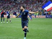 Fransız Milli Takım Futbolcusu isyan etti: ''Macron bizi pisliğe itiyor'' (Video Haber)