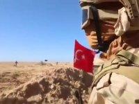 Hafter güçlerinden skandal tatbikat: Türk bayrağını yere atıp çiğnediler (Video Haber)