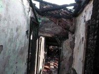 Yangında evi yanan Suriyeli sığınmacı aile krizin ortasında evsiz kaldı
