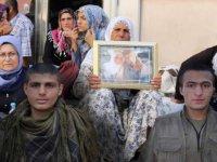 PKK terör örgütü anneleri Diyarbakır'da eylem yapan 2 militanı infaz etti