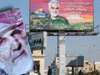 Gazze'de Kasım Süleymani öfkesi: Posterleri yırtılıp çiğnendi
