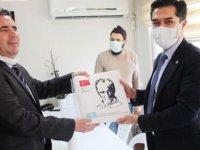 İYİ Parti hayır için M.Kemal'in ''Nutuk'' kitabını dağıttı