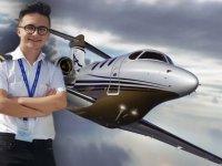 Henüz 17 yaşında, ehliyeti yok ancak o uçak kullanıyor
