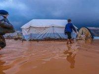 İdlib'te mülteci çadırlarını su bastı: Yüzlerce çadır kullanılamaz hale geldi