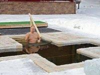 Putin günahlarının affı için buzlu suya girip haç çıkardı