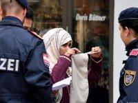 İsviçre'de halk burka ve peçe yasağı için sandığa gidiyor