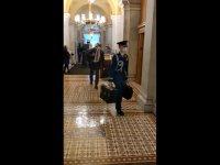 Dünyanın kaderini etkileyen nükleer şifrelerin yer aldığı çanta Biden'e teslim edildi