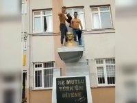 M. Kemal'in büstüne çıkıp ''Atatürk'ün evlatlarının kaslarına bakın'' diye bağırdılar (Video)