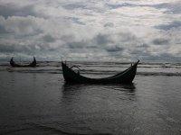 Arakanlılar denizde mahsur kaldı
