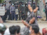 Myanmar'da askeri cunta protestocuları 'ölümcül güç' tehdidi