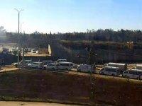 Silah konvoyları imha edilen İran, silahları taşımak için sivilleri kullanıyor