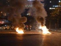 Lübnan'da tansiyon yeniden yükseliyor: Göstericiler sokakları ateşe verdi