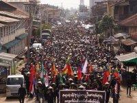 Myanmar'da gösterilerde polis 5 kişiyi öldürdü