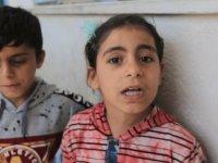 İsrail saldırısında anne ve babasını kaybeden kardeşler: Biz çocuğuz