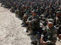 Taliban durdurulamıyor: Afganistan'da yüzlerce asker Taliban'a teslim oldu
