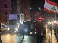 Lübnan'daki ekonomik kriz protestosunda halk yol kapattı!
